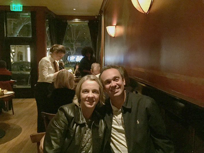 2-restaurantes-imperdiveis-para-jantar-em-San-Francisco-Absinthe-mesas