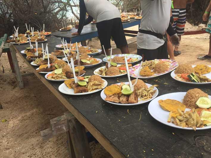 Como-e-o-passeio-a-Cayo-Bolivar-buffet