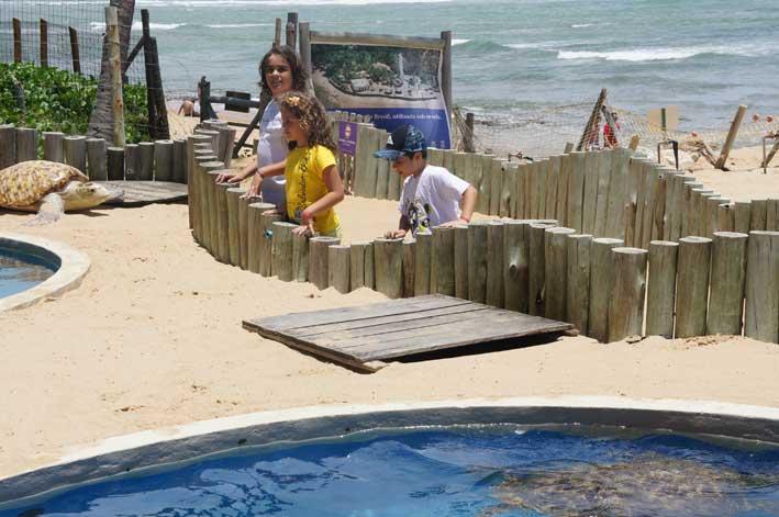 Viajando-com-criancas-pelo-Brasil-praia-do-forte3