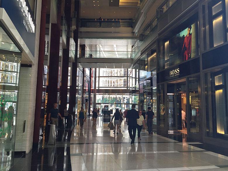 Corredores do shopping no Columbus Circle