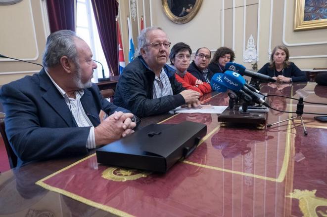 Algunos miembros del jurado del COAC, durante la rueda de prensa que ofrecieron.