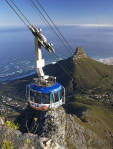 Cable-car-with-Lion's-Head-in-background---highres