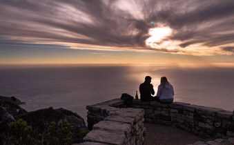 romantic_sunset_Table-Mountain-Cableway