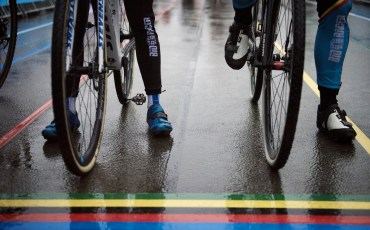 colourful wet start line  Elite Women's race UCI 2016 cyclocross World Championships