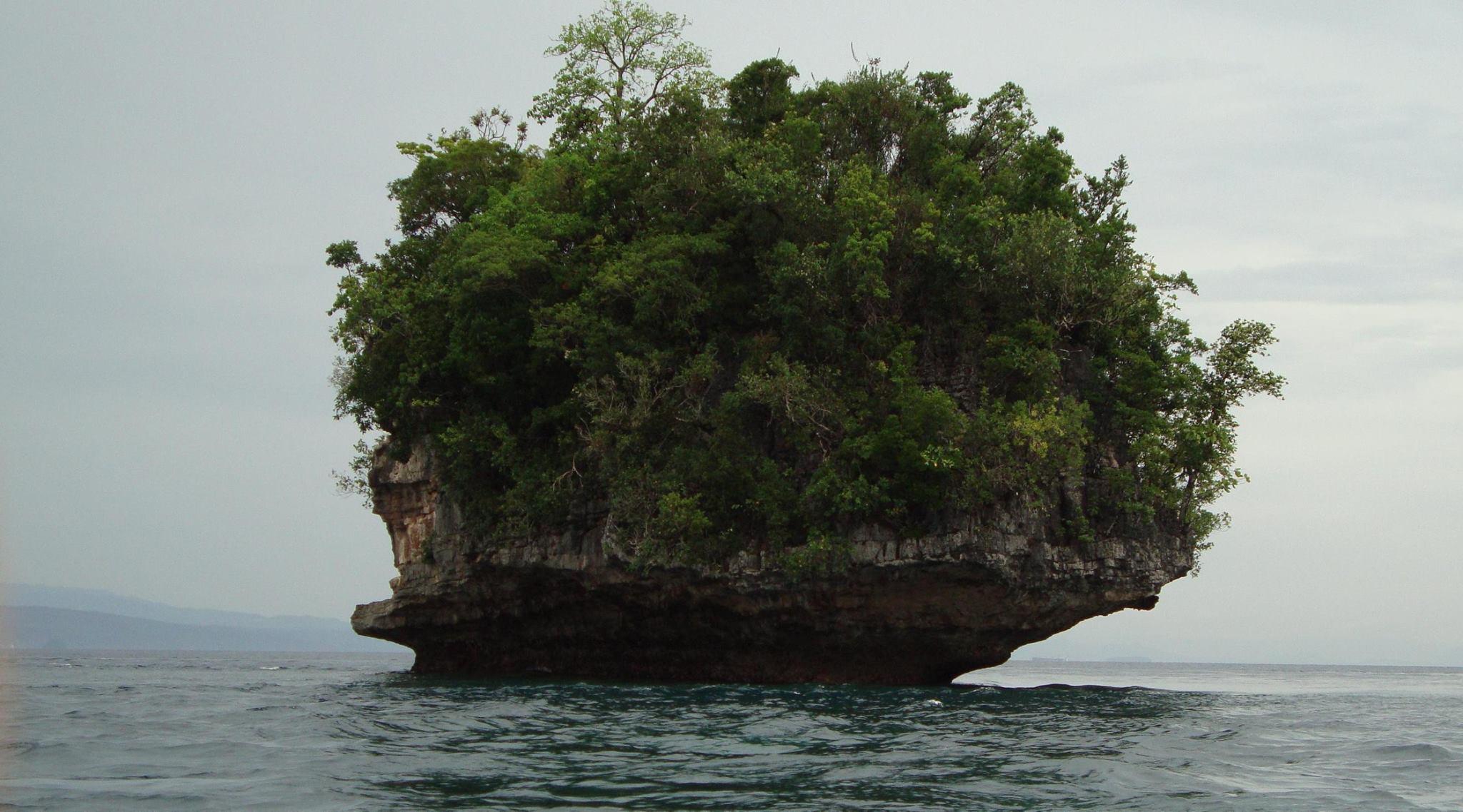 an islet of bucas grande islands