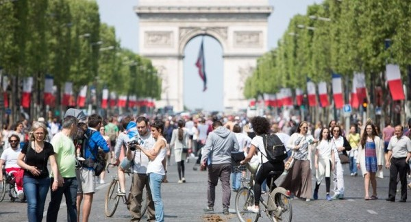 champs-elysees-pietons