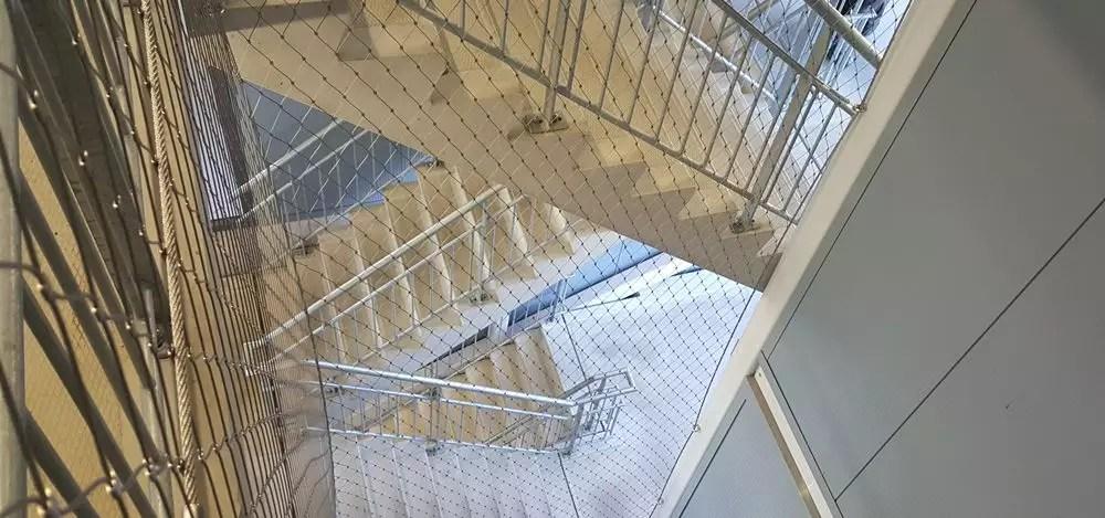 kabelnetten-in-trappenhuis