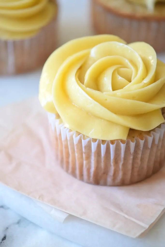 Maple Buttercream Frosting – Super Creamy!