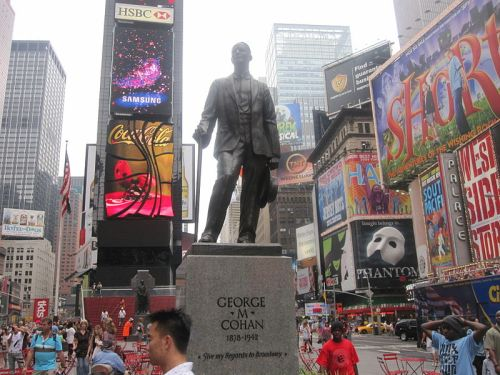 Statue of George M. Cohan in New York City.
