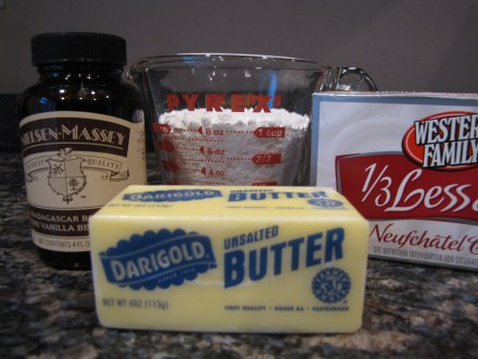 Only 4 ingredients for cream cheese frosting