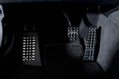 2012-Hamann-BMW-M5-F10M-interior-aluminum-pedals-details_thumb.jpg