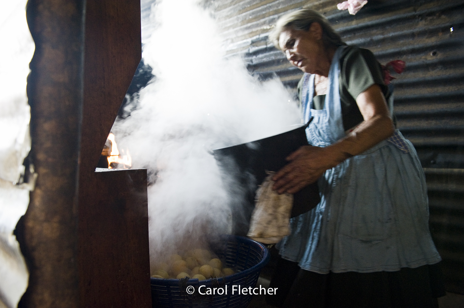 Guatemala grandmother steam cooking kitchen duenas