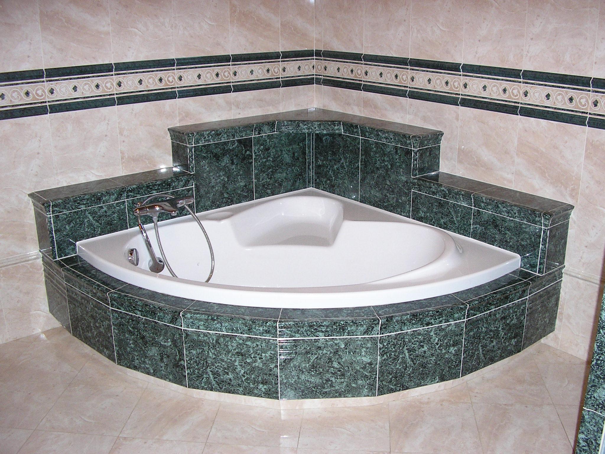 Habillage baignoire faience id e inspirante for Poser de la faience salle de bain