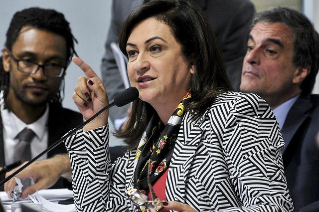 Senadora diz que golpe contra Dilma Rousseff foi comprado por R$ 50 bilhões