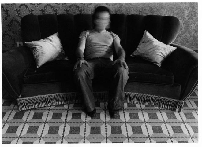 Mario Cresci - dalla serie Interni Mossi - autoritratto Barbarano Romano,1978
