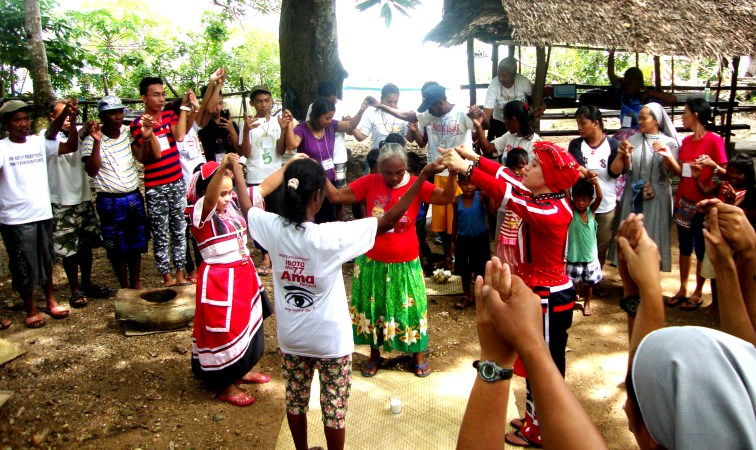 Tagbanua community members, and participating local organizations come together for a prayer ritual in the beginning of the summit.