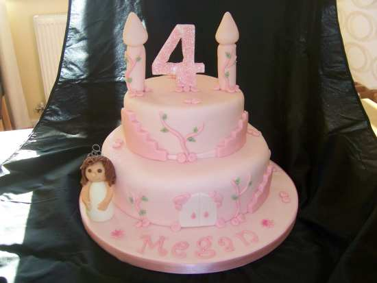 4th Birthday Princess Castle Cake. 1600 x 1202.Children's Valentine Box Ideas