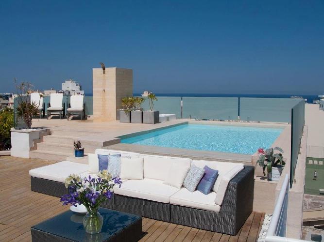 Malta lascia il bail in alle banche italiane e acquista una seconda casa al mare come - Attico con piscina ...