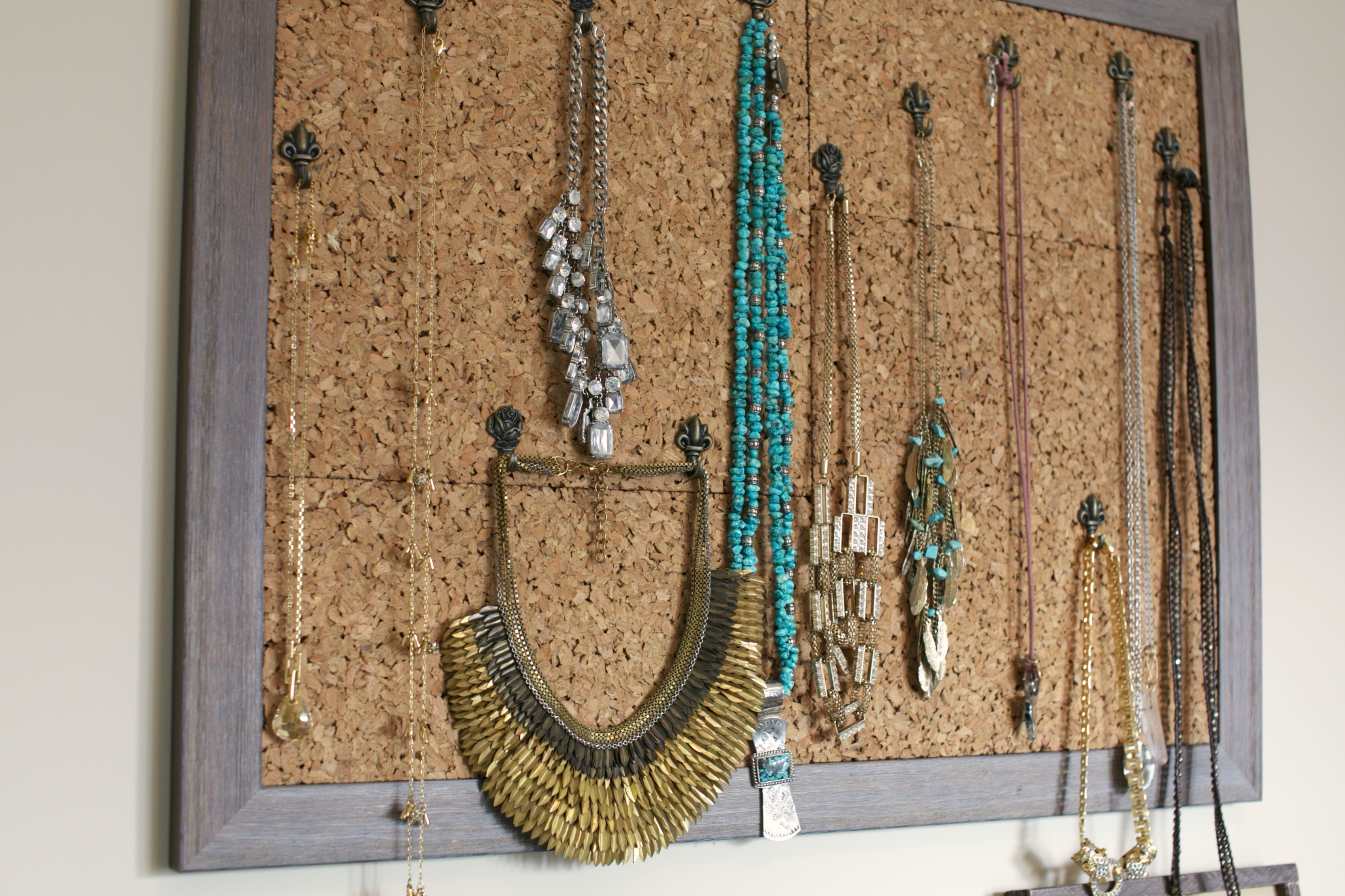 Diy necklace hanger cashmere camo - Comment ranger ses colliers ...