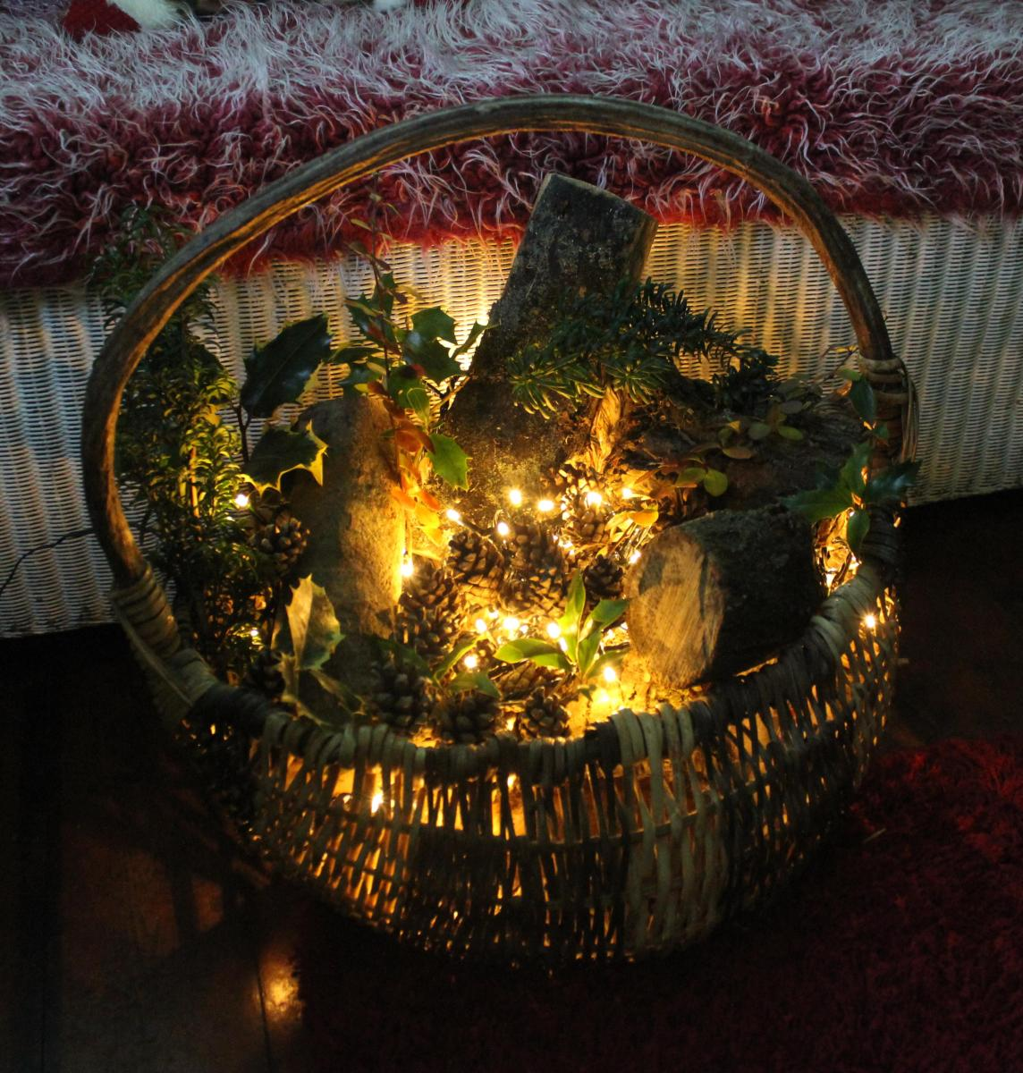DIY project - Make a rustic basket decoration for Christmas