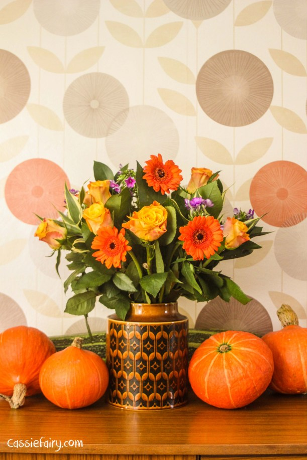 tips to create an autumn floral tablescape display