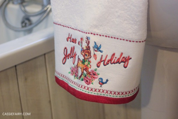festive bathroom touches accessories towels-5