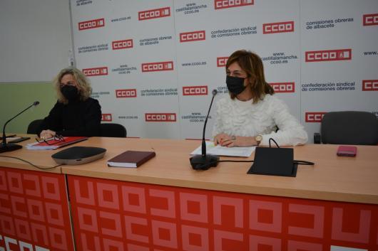 La secretaria general de CCOO Albacete, Carmen Juste, junto a la secretaria provincial de la Federación de Servicios a la Ciudadanía de CCOO Albacete, Amelia Valero
