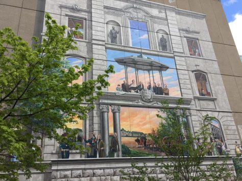Fresque BMO de la capitale nationale du Québec on a building next to the Édifice Marie-Guyart building