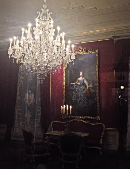 Chandelier and the portrait of Maria Josepha of Bavaria in the Study and salon of Franz Karl