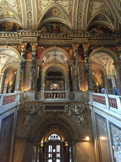 main staircase leading up to the second floor of the Kunsthistorisches Museum