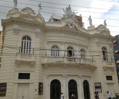 Teatro Carlos Gomes Centro histórico de Vitória em um dia