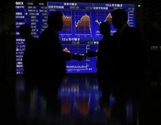 下がり続ける円債長期金利、国内勢と海外勢で異なる景況感