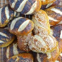 Mauricettes ou petits pains - bretzels alsaciens