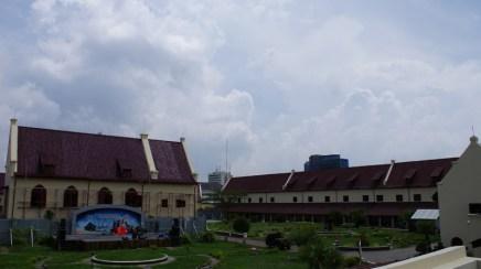 Benteng Fort Rotterdam yang sedang di renovasi