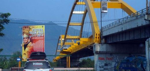Narsis Bareng Terios Di Jembatan Kuning Kota Palu