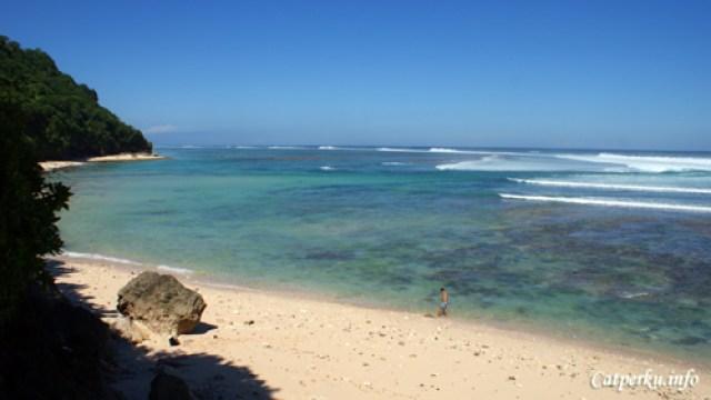 Pantai Terbaik Di Pulau Bali 7 : Wajah ppantai Green Bowl terlihat dari atas