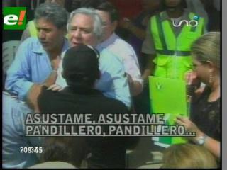 """Después de palmear a Desirée, Alcalde ahora agrede a la prensa y los llama """"pandilleros"""""""