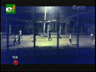 Santa Cruz: Filman pelea de pandillas en el Plan Tres Mil