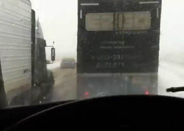 Video: Pileup on I-80 in Wyoming on 4/13/2014