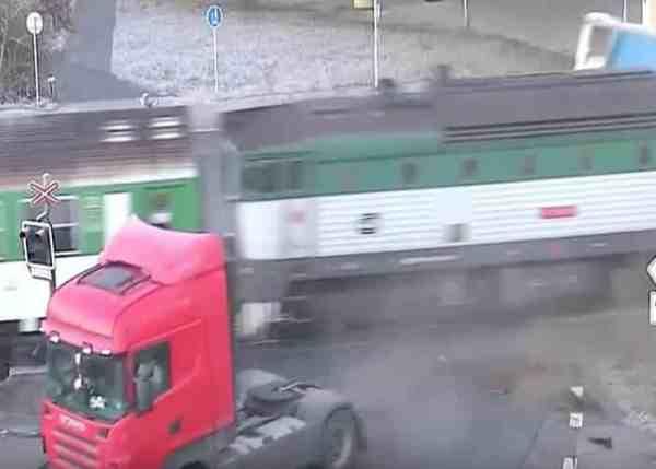 VIDEO: Train Rips Off Trailer