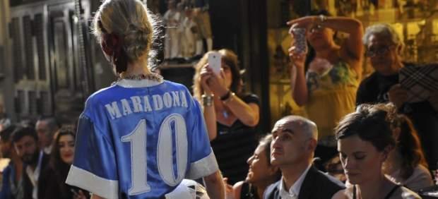 Desfile de Dolce & Gabbana con la camiseta de Maradona