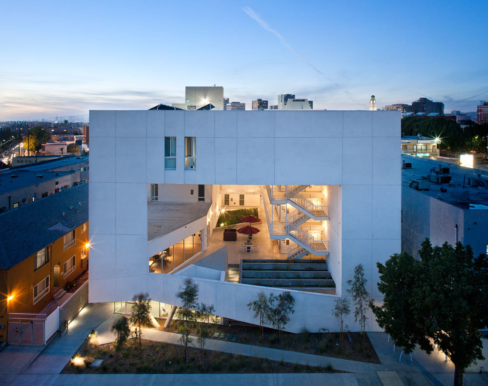 The Six by Brooks + Scarpa in Los Angeles provides 52 apartments to the homeless. Image via Skid Row Housing Trust.
