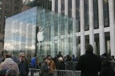 iPad 2 Launch – Fifth Avenue Apple Store - Image 19 of 40