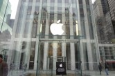 Live from 5th Ave Apple Store unveiling - Image 5 of 47