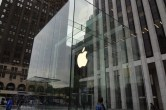 Live from 5th Ave Apple Store unveiling - Image 8 of 47