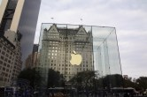 Live from 5th Ave Apple Store unveiling - Image 16 of 47