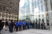 Live from 5th Ave Apple Store unveiling - Image 25 of 47
