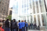 Live from 5th Ave Apple Store unveiling - Image 26 of 47