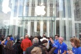 Live from 5th Ave Apple Store unveiling - Image 28 of 47