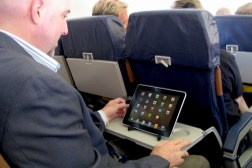 United Airlines Tablet Smartphone Streaming